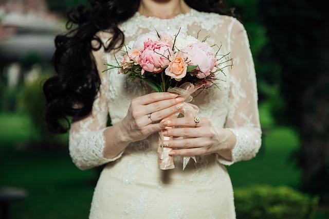 Az idei divatnak megfelelő esküvői ruhák